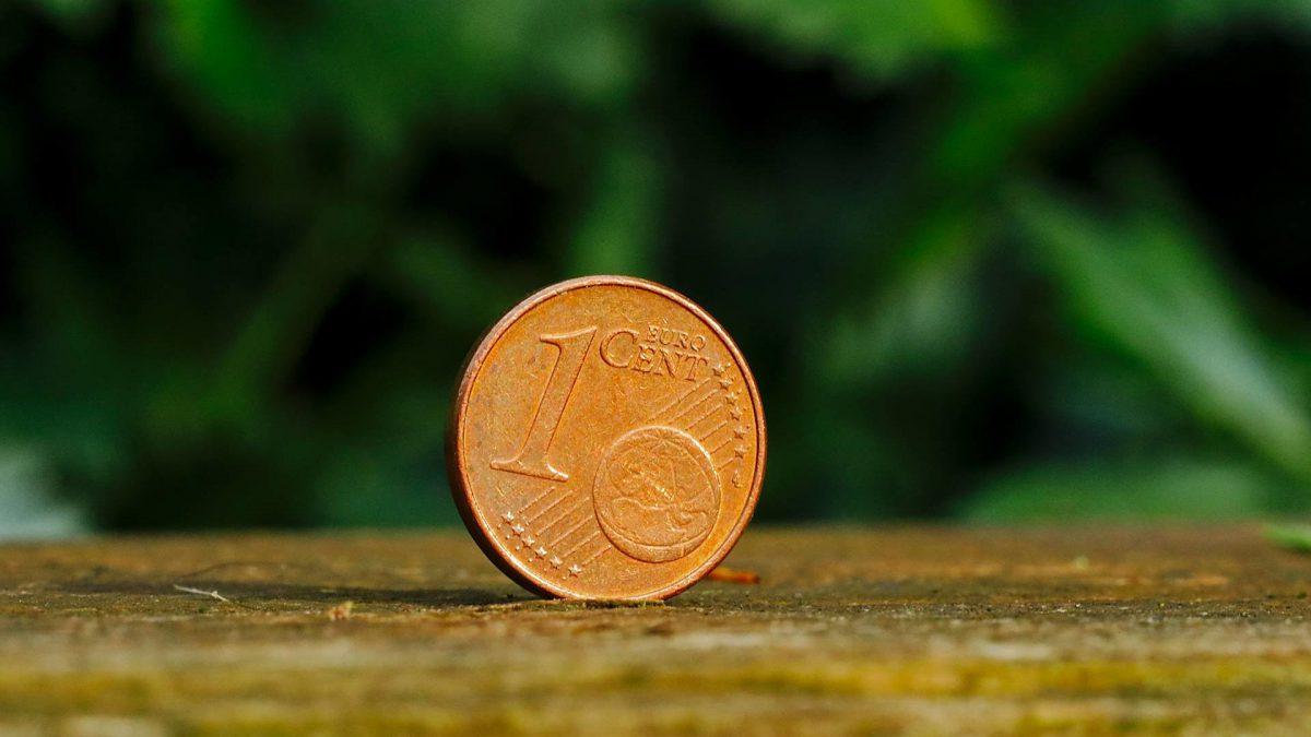 cent vor grünem hintergrund