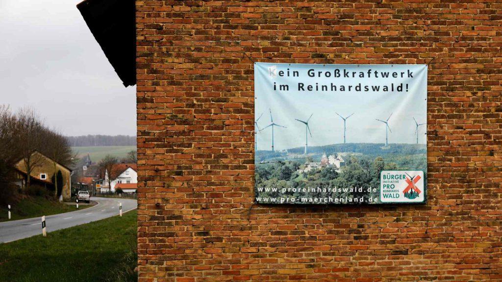 Scheune mit Banner Rettet den Reinhardswald