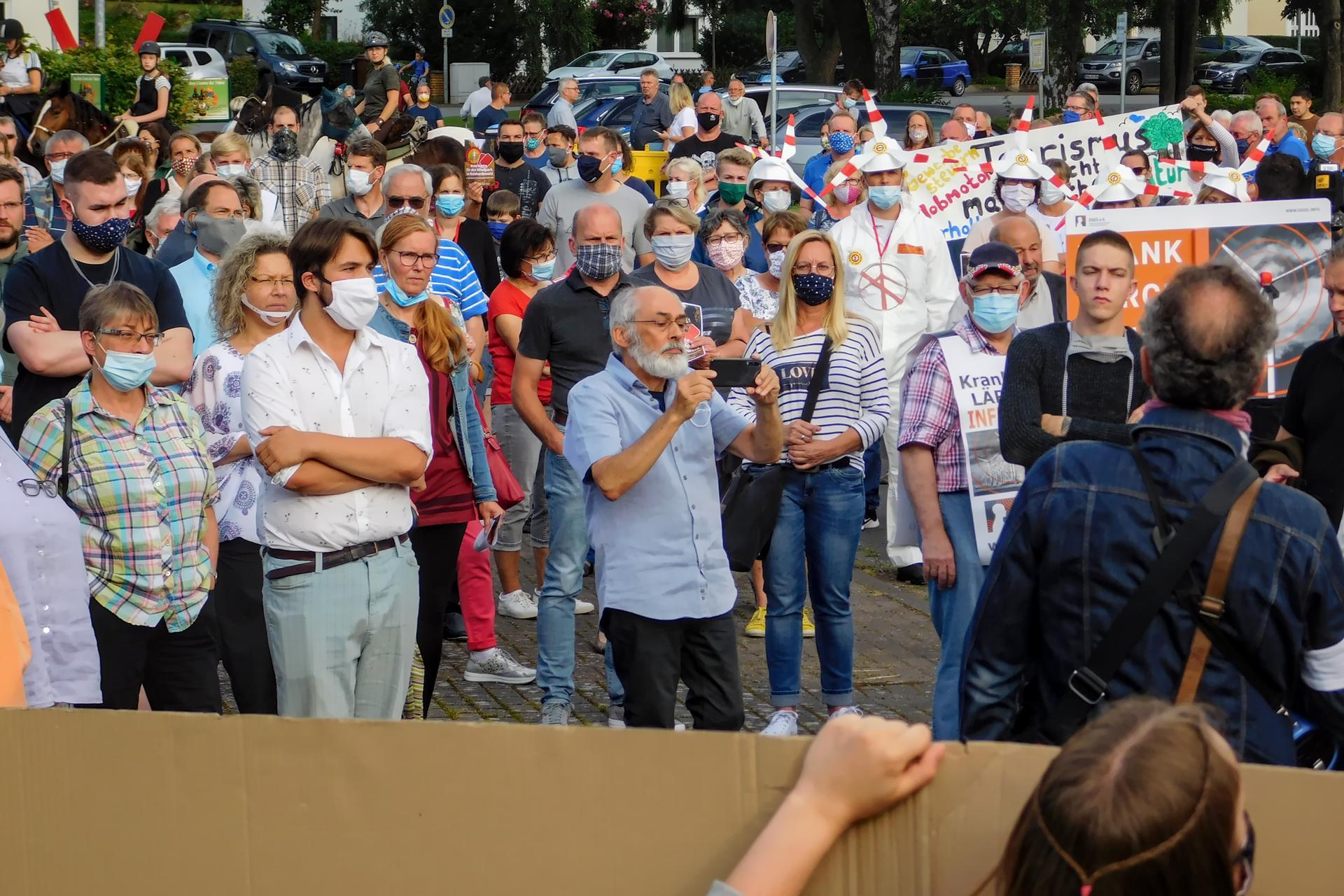 Demonstranten während der Verkündigung