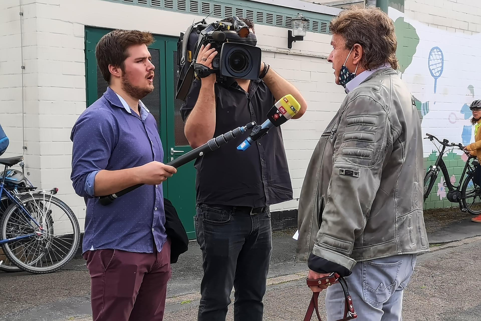ehemaliger Bürgermeiser Bernhard Klug mit Presse RTL