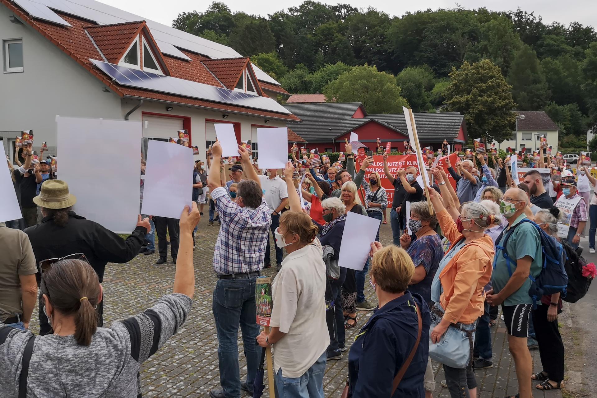 Wir erheben die rote Karte gegen den Windpark